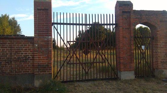 Brama do cmentarza żydowskiego w Radomiu