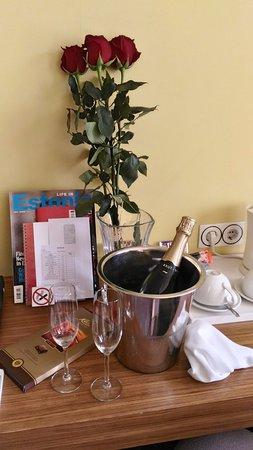 Hotel Bern: Piccola sorpresa romantica (su richiesta) ma davvero di ottima qualità (cioccolato, rose e spuma