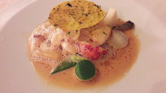Chisseaux, France: Civet de lotte et homard, légumes d'hiver et sauce américaine.