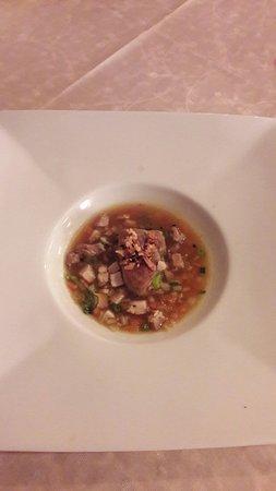 Chisseaux, France: Minestrone de poulette de Racan, foie gras poché dans son consommé.