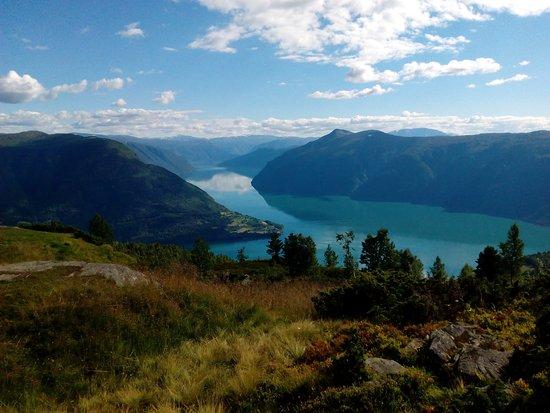 Hafslo, Norveç: výhľad na Urnes Gard (vľavo)