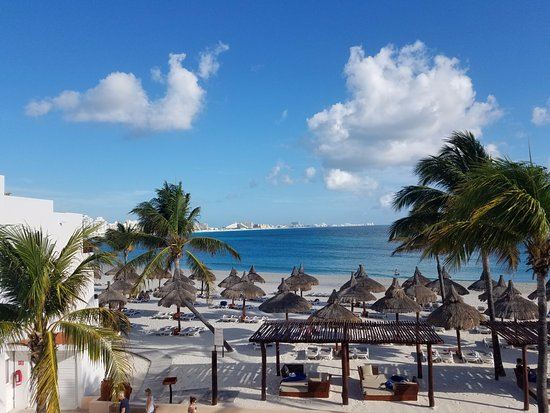 Yucatan beach club poker