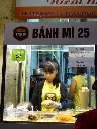 1つずつ作ってます picture of banh mi 25 hanoi tripadvisor