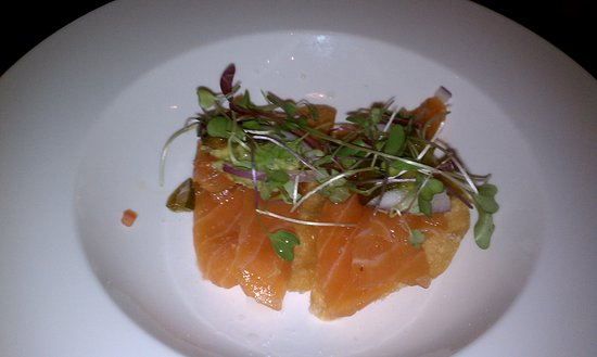 Flo Restaurant & Bar: Cold Smoked Sockeye Salmon. Absolutely delicious....!
