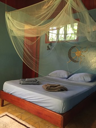 Casas La Selvatica: Casa Mango - double bed, private bathroom