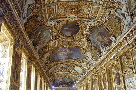 Skip the Line: Versailles Full-Day...