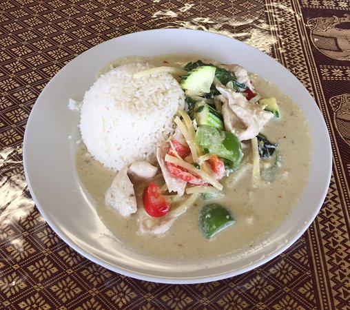 Olds, Canadá: Green Curry Chicken With Jasmin Rice (Lunch Special)