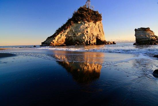Tsutsugaura Beach