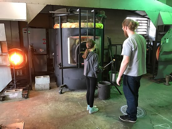 ‪Tacoma Glassblowing Studio‬