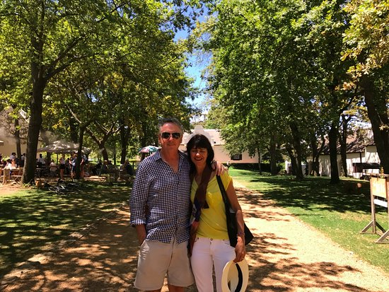 4 Cape Town Day Tours : On tour with Sean, an amazing lunch outside at the cafe at Boschendal. A must see