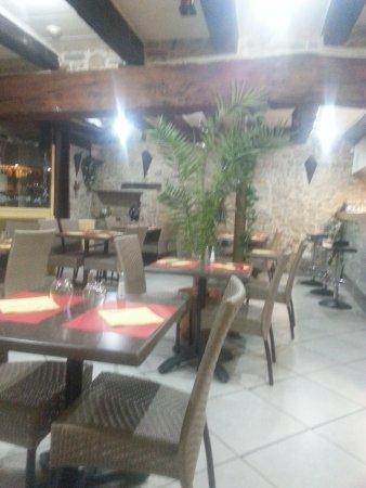 H tel restauran cremieu 21 rue porcherie restaurant for Restaurant cremieu