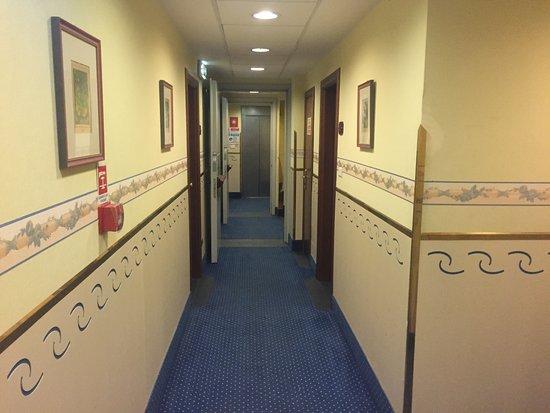 Hotel Berna: Pasillo
