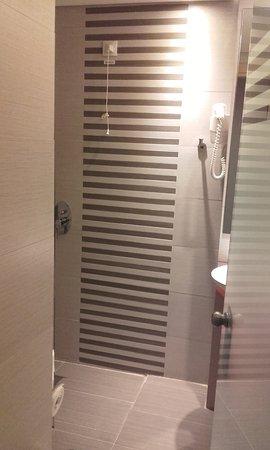 Novus City Hotel: bathroom
