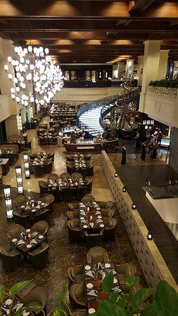 โรงแรมโซฟิเทล ฟิลิปปิน พลาซ่า มะนิลา: Spiral Buffet