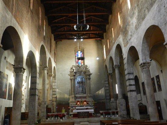 Chiesa di San Michele in Borgo: L'interno