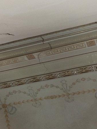 Muffa nel bagno e tetto lineato - Picture of Gianluca\'s Room ...