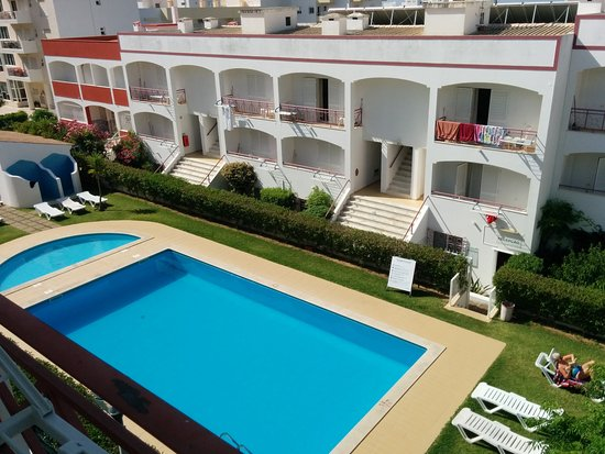 King's Club Apartments: Zona da piscina vista do 2º andar