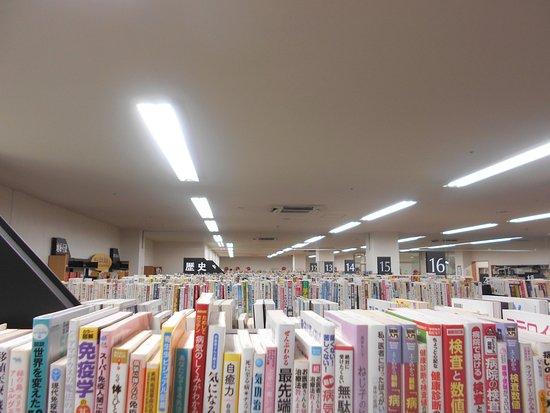 Kurume, Japan: 館内の書架