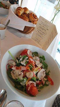 Hotel La Suite Kobe Harborland: たっぷり野菜のサラダ