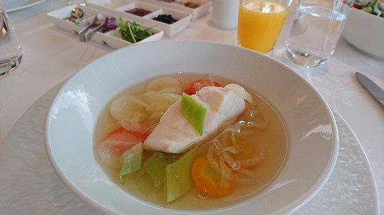 Hotel La Suite Kobe Harborland: 上品で体にやさしく染み込んでいくようなスープ