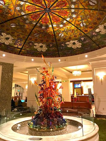 gaylord opryland resort convention center glass sculpture in lobby