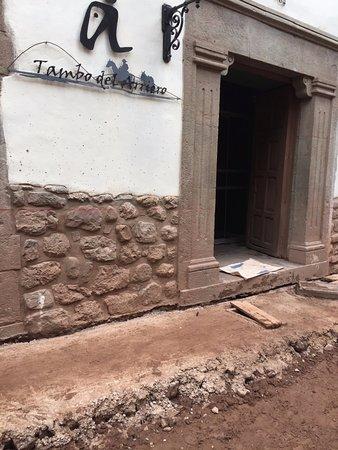 Tambo del Arriero Hotel Boutique: Calçada em frente ao hotel