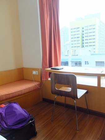 Ibis Singapore On Bencoolen: Small Sofa And Work Bench In Room