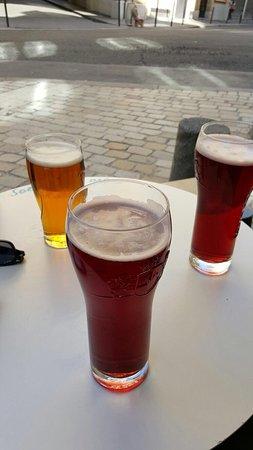 Le Pub St Hilaire: Pintes de bière