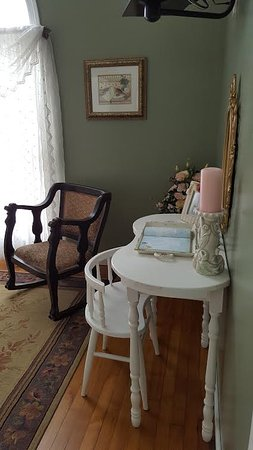 The Hill House: Valentine Room Chair & Desk