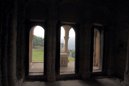 Santa Maria del Naranco: Vista interna