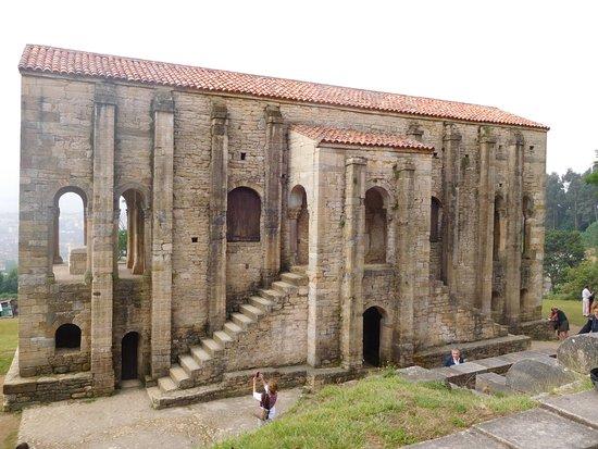 Santa Maria del Naranco: Vista esterna