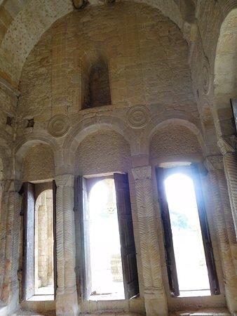 Santa Maria del Naranco: Particolare vista interna