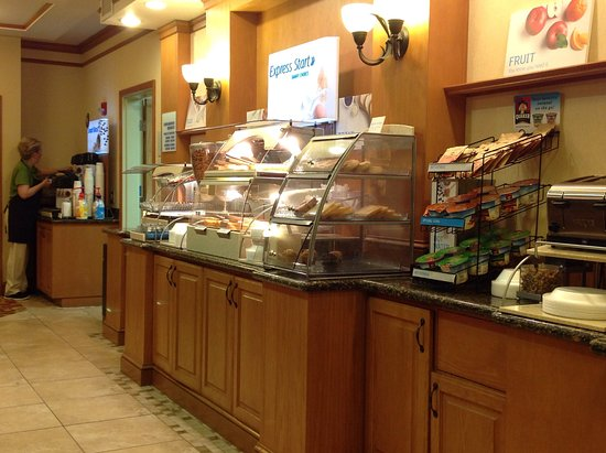 Holiday Inn Express Hotel & Suites Idaho Falls: Complimentary Breakfast