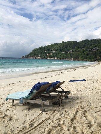 Four Seasons Resort Seychelles: Endroit idyllique ! Le vrai Seychelles Plage de sable blanc immaculée  Mer turquoise  Cadre somp