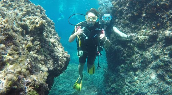 Giardini Naxos, İtalya: a discover scuba diving course around the clear water of Taormina