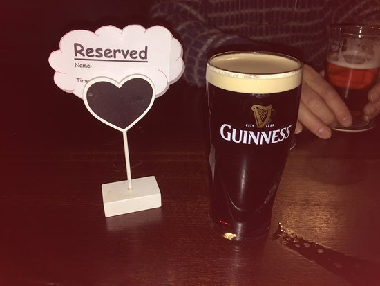 Ullesthorpe, UK: Pre booked reserved tables and a half Guinness before the meal
