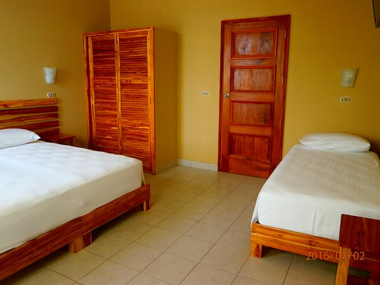 Jinotepe, Nikaragua: En el piso superior tenemos varios cuartos entre dobles, triples y cuádruples