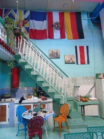 Casa Colonial 1715 : Patio comedor, colorido y acogedor