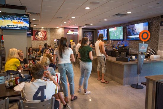 Miami Gardens, Floride : All New Legends Sports Grill!