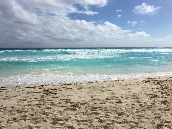 Forum Beach Cancun: Can't beat the color.