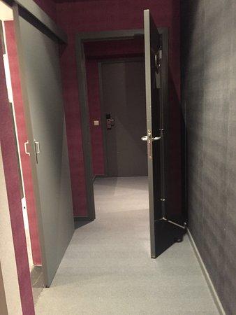 Hotel Gravensteen: Вход в хоромы)