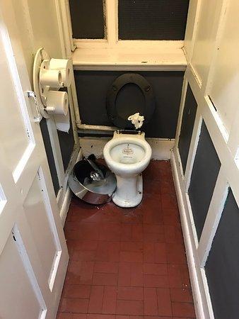 Hatter's Hostel: photo0.jpg