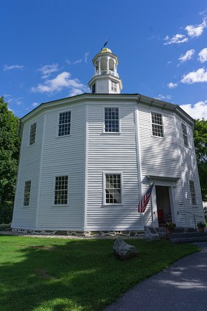 Richmond, VT : Old ROund Church -