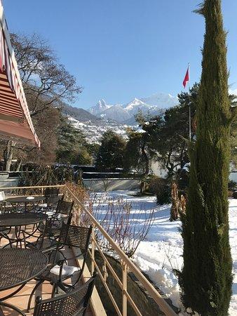 Clarens, سويسرا: vue depuis la terrasse ver sle fond du lac Léman en direction de Montreux