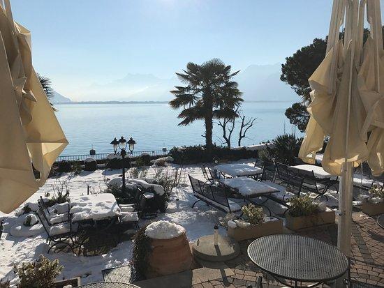 Clarens, سويسرا: Toujorus la vue depuis la terrasse ici plutôt en direction de l'ouest.