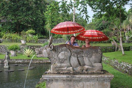 Agus Bali Private Tours: Agus aveva sempre ombrelli, sarong e tutto quello che ci occorreva per le visite