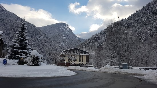 Hotel Palarine: From the ski bus stop