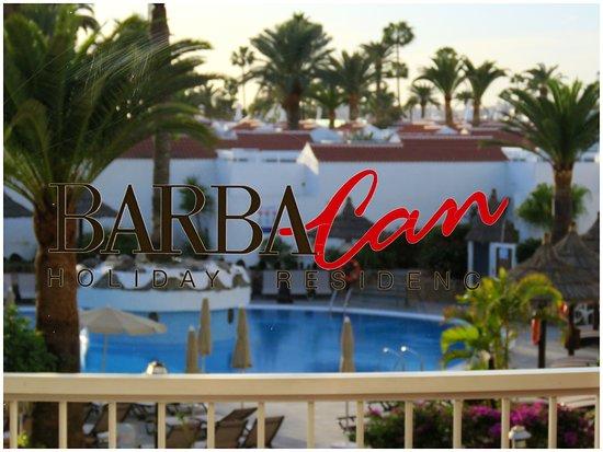 Sol Barbacan Hotel : Balkongen och poolen