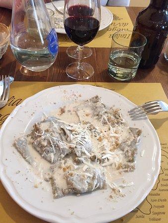 San Terenziano, Italië: Ravioli di grano saraceno con ripieno di capriolo