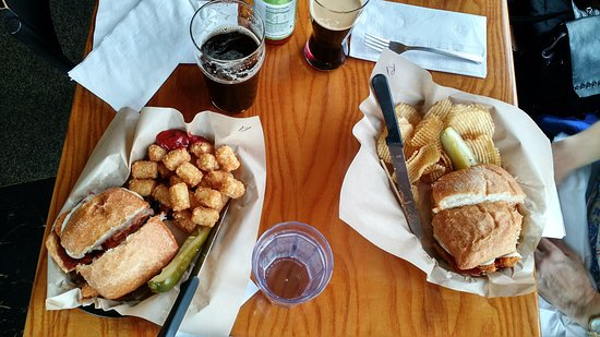 Albany, OR: Really good pubfood and excellent beer